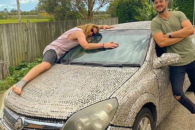 Австралийцы обклеили авто монетами