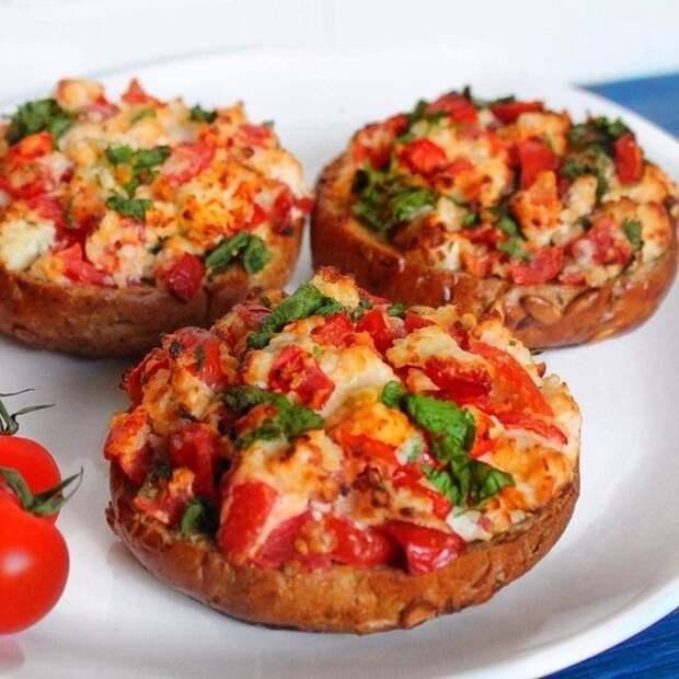 Гренка с сыром,чесноком и помидорами или холостяцкий перекус. Рецепт, Гренки, Кулинария