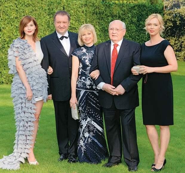 Горбачев с семьей