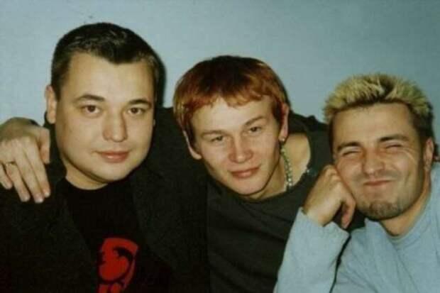 Редкие фотографии известных людей в 90-х (26 фото)