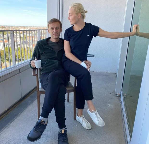 Сосновский съездил в клинику, чтобы доказать, что Навальный сам разоблачил себя снимком из «Шарите»