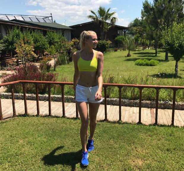 Принцесса волейбола из Уралочки покоряет чемпионат идеальной фигурой и игрой