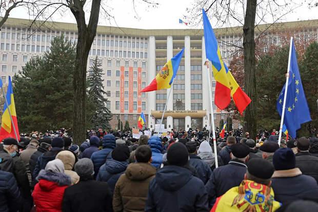 КС Молдавии приостановил действие поправок об ограничении полномочий президента