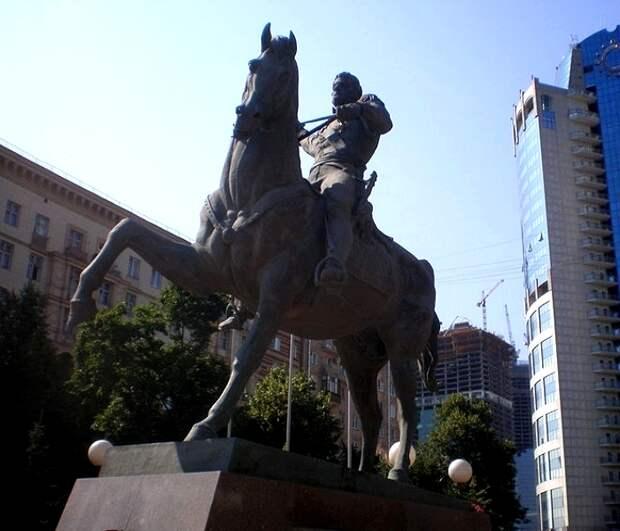 Памятник Багратиону в Москве