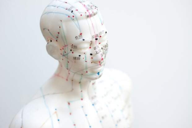Наука об эффективности акупунктуры: действительно ли иглоукалывание лечит