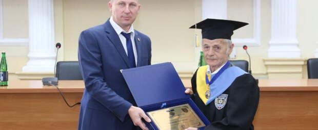 Уголовник без высшего образования стал украинским профессором