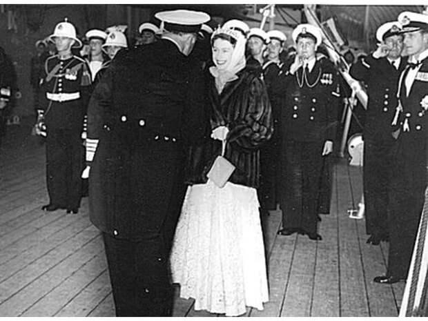 Как английская королева ради советского офицера нарушила правила этикета
