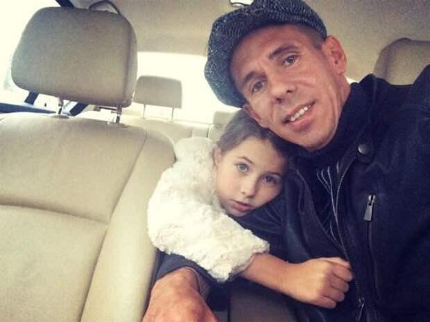 Лишенный водительских прав Панин посадил за руль 10-летнюю дочь