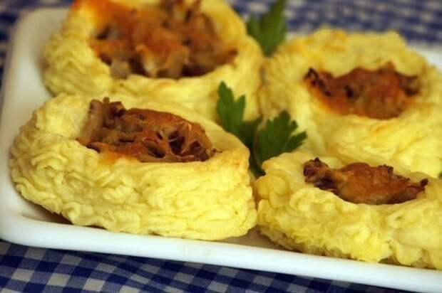 Картофельные гнездышки с грибами и сыром