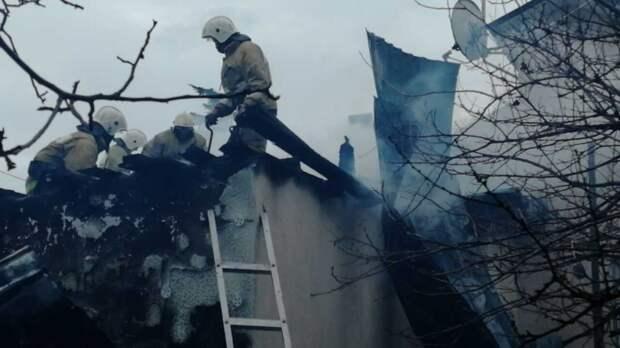 В селе Шишкино потушили горящий дом