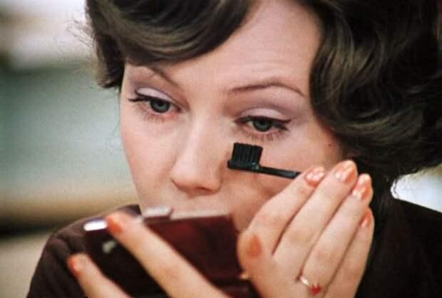 Укладка пивом и тени из детских карандашей: 4 удивительных факта о советском макияже