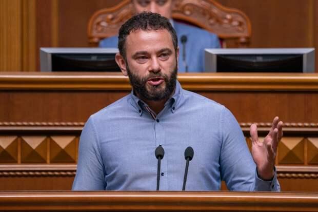 Украинская власть уже показала, что стоит на коленях