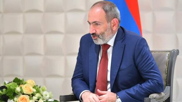 Отключая всё русское, просит о помощи Путина: О двуличии Пашиняна заявил Коротченко