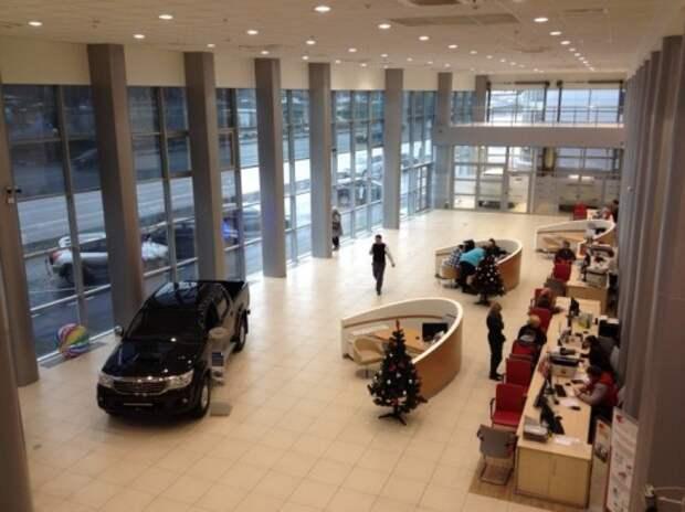 Автодилеры ждут снижения продаж в феврале в два раза