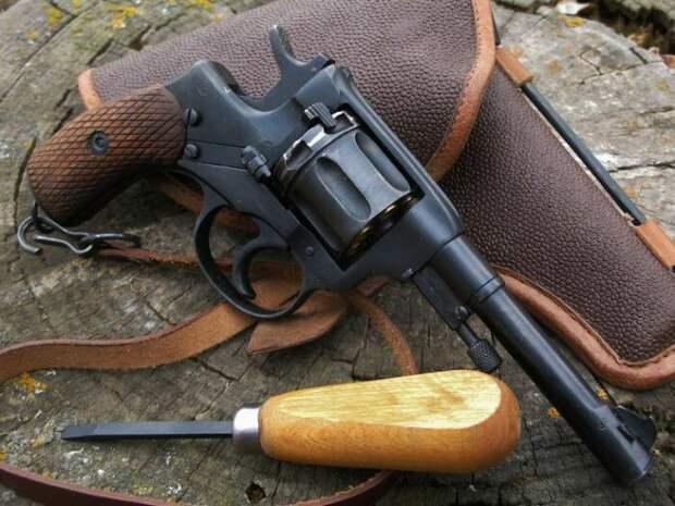 Наган - оружие серьезное. /Фото: pinterest.com.