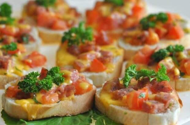 Горячие бутерброды с сосисками. \ Фото: lamp.im.