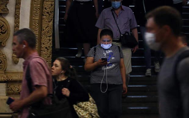 Полиция начала массово штрафовать пассажиров метро Москвы за отсутствие масок