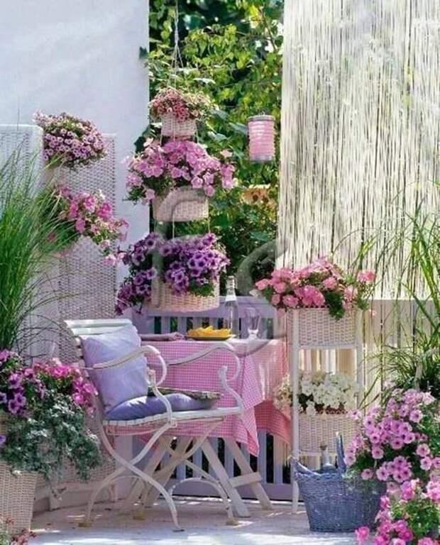Милый и романтичный стиль шебби-шик на дачном участке