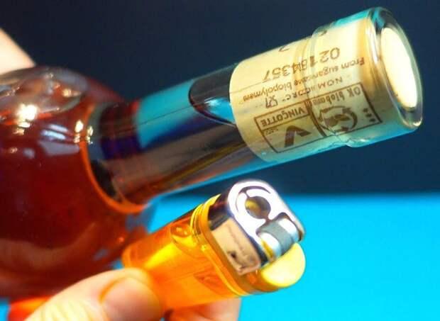 Как просто и эффектно открыть бутылку без штопора
