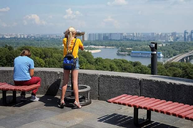 Смотровая площадка с видом на украинскую столицу. Фото: GLOBAL LOOK PRESS