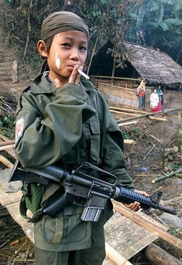 Джонни и Лютер Хтуу - близнецы-убийцы из бирманских джунглей.