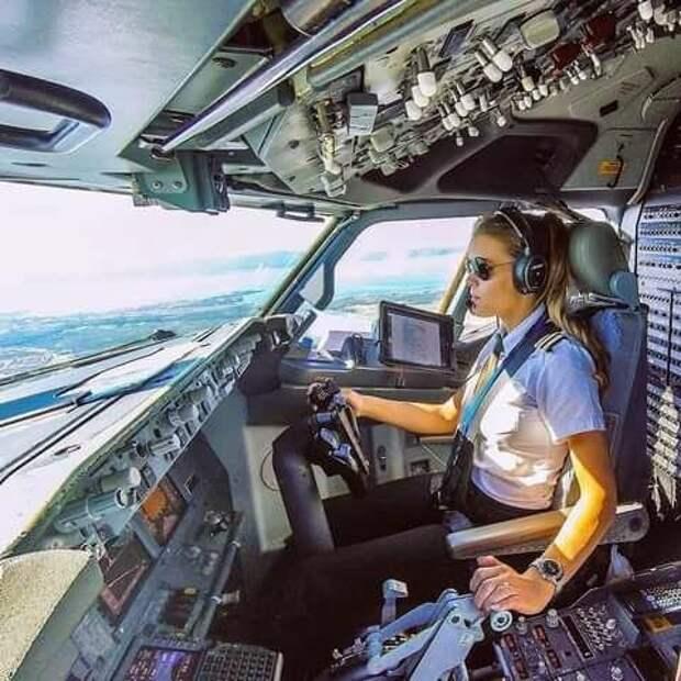 Женщины -пилоты пассажирской авиации.Как работают , где обучаются и сколько зарабатывают пилотессы в России и за рубежом.