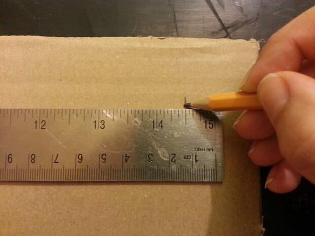 Отрезки должны быть той же длины, что и ширина коробки.