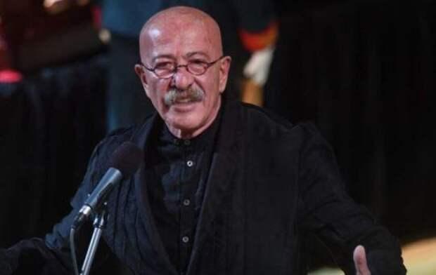Упал без чувств на половине куплета: на концерте Розенбаума случилась трагедия