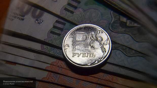 Эксперт объяснил снижение курса рубля открытием границ России