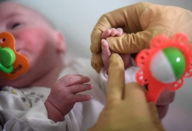 Юрист назвал правовым произволом решение изъять детей у суррогатных матерей