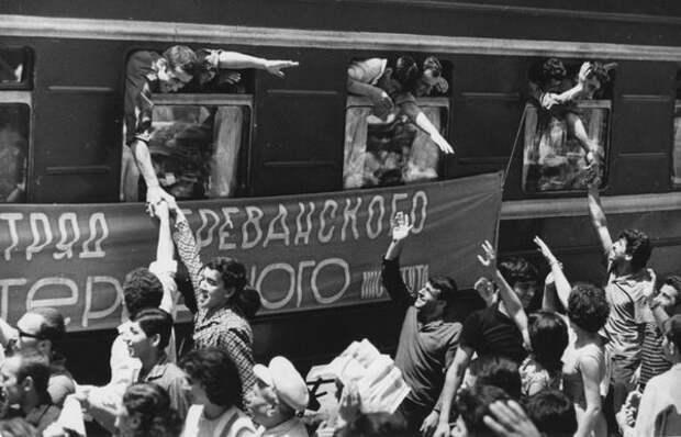 В путь. Всеволод Тарасевич, 1960-е, Армянская ССР, из архива МАММ/МДФ.