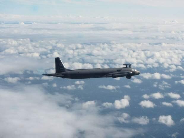 Самолеты Ил-38 искали на Камчатке подводную лодку условного противника