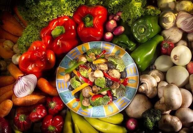 Ешьте больше фруктов и овощей, а жирную пище пока отмените