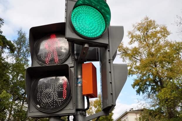В Бутырском установили светофор на нерегулируемом переходе