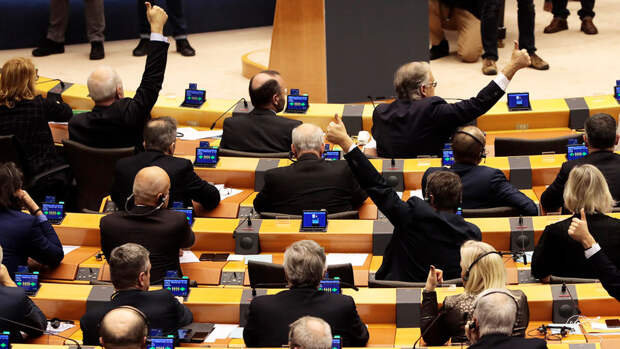 ЕС потребовал разъяснений от США из-за потери Францией контракта на подлодки