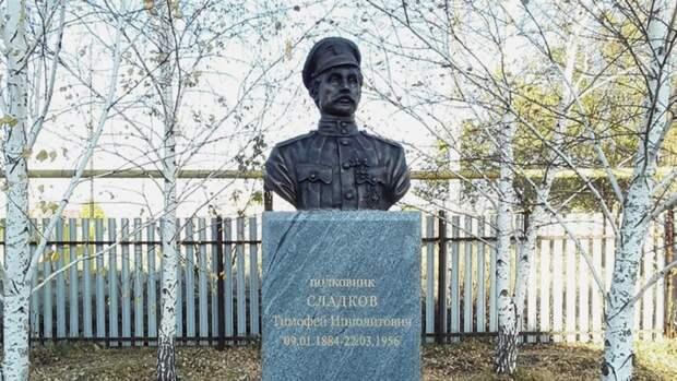 Депутаты решили снести памятник убийце Чапаева, установленный вПервомайском районе