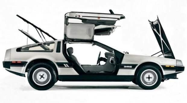 Остальной облик автомобиля создал не менее талантливый – Джорджетто Джуджаро (позже его назовут автомобильным дизайнером столетия) из легендарной студии Italdesign. Результат превысил все ожидания. delorean dmc-12, dmc-12, авто, автодизайн, автомобили, делореан, машина времени, назад в будущее