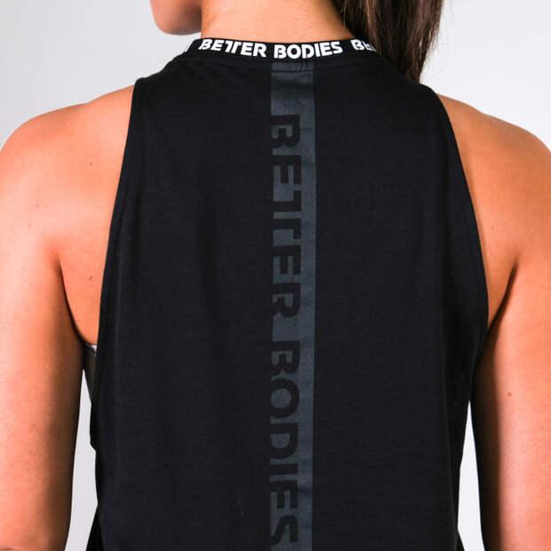 Сделать новую майку из спортивных брюк — задача, которая по силам любому. /Фото: s3.amazonaws.com