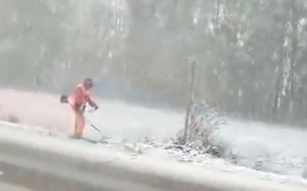 Башкирские коммунальщики косили траву под снегом (видео)