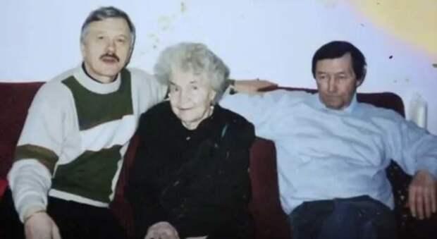 Леонид Серебренников с мамой и братом Владимиром