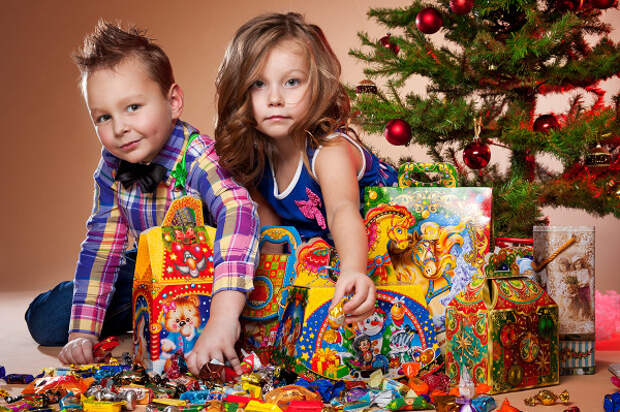 Сколько россияне потратят на новогодние подарки для своих детей