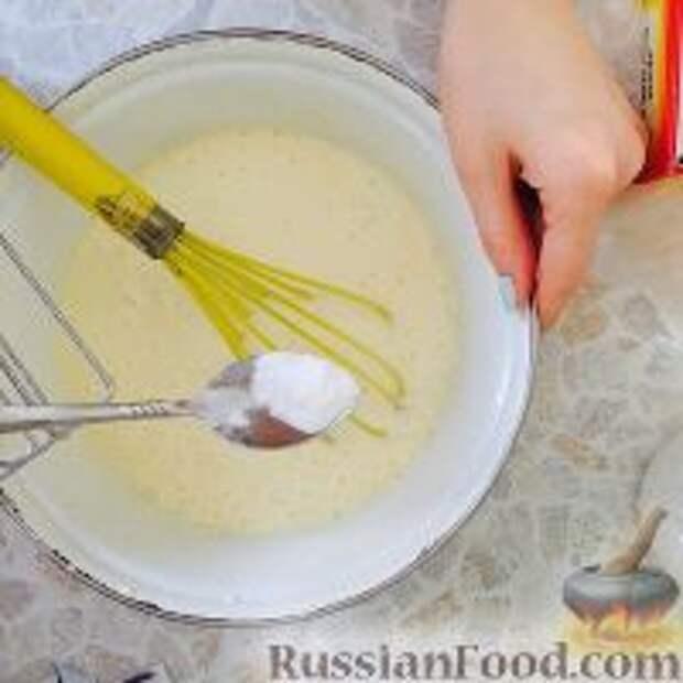 """Фото приготовления рецепта: Кефирный торт """"Деревенский"""" - шаг №4"""