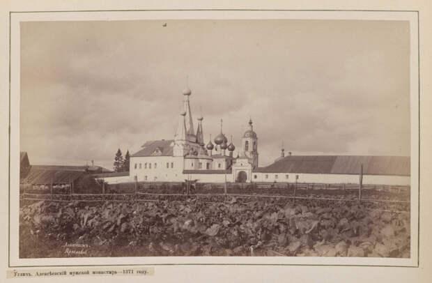 Hramy-goroda-Uglicha-v-starinnyh-foto 31