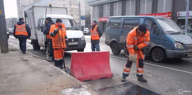 На Октябрьской временно сузили участок дороги