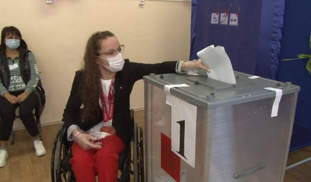 Призер Паралимпиады Наталия Буткова отметила доступную среду наизбирательном участке