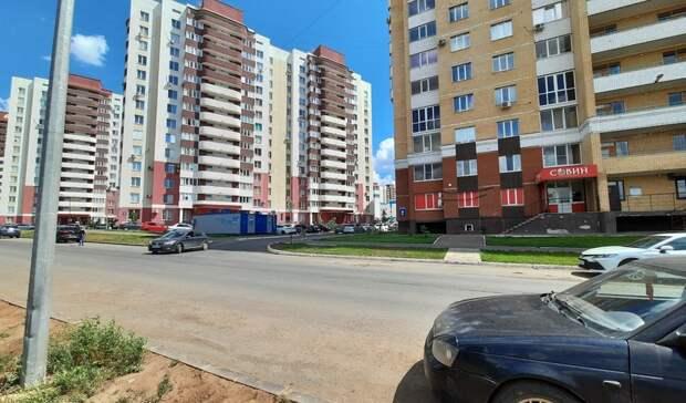 Между ул. Высотной и Серебряной Росы в Оренбурге до сих пор нет пешеходного перехода