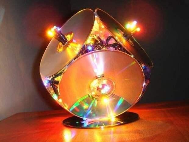 Креативные идеи для дома своими руками - фото светильника из дисков