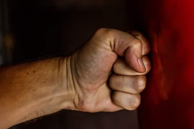 В Красноперекопске мужчина сломал своей возлюбленной рёбра