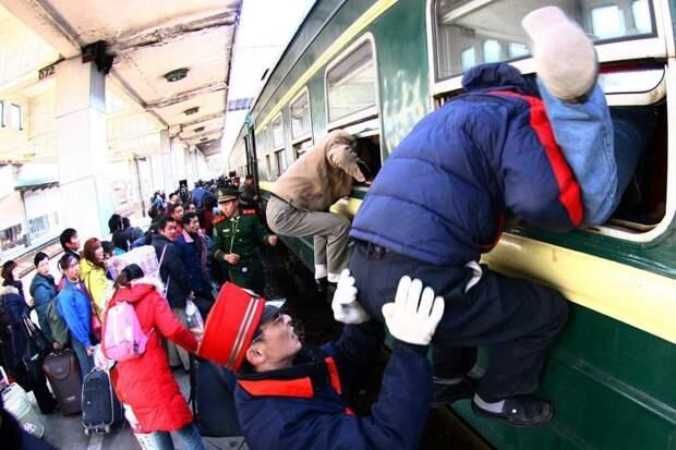 Китайцы вообще любят путешествовать автобус, люди, метро, общественный транспорт, работа, электричка