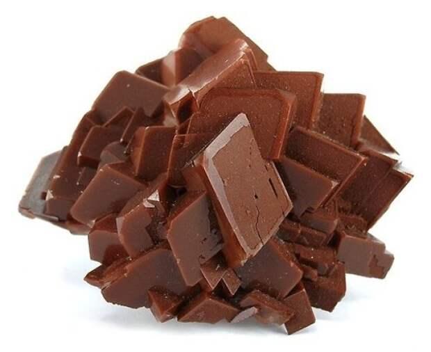 Драгоценный камень в форме ломаной шоколадки интересно, не еда, несъедобное, поразительно, странные сближенья, съедобное, удивительно, удивительное рядом